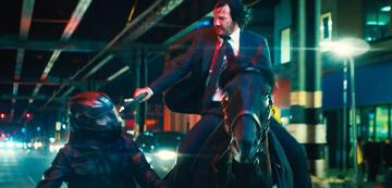 John Wick erledigt seine Widersacher jetzt auch lässig vom Pferd aus