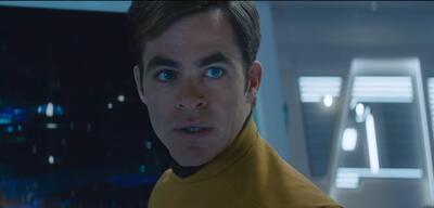 Kirk hat Schwierigkeiten in Star Trek Beyond
