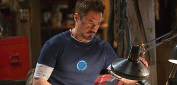 Bild zu:  Robert Downey Jr. grübelt in Iron Man 3