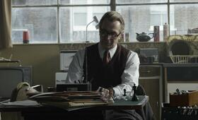 George Smiley (Gary Oldman) in seinem geheimen Ermittlungsbüro - Bild 26