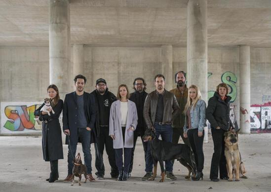 Dogs of Berlin mit Hannah Herzsprung, Fahri Yardim, Anna Maria Mühe, Katharina Schüttler, Katrin Sass, Christian Alvart, Felix Kramer und Frank Lamm
