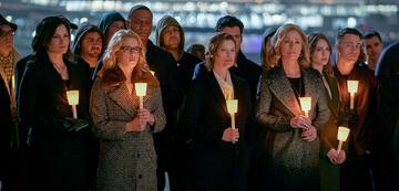 Olivers Familie bei der Green Arrow-Gedenkfeier