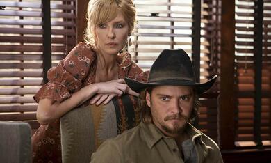 Yellowstone - Staffel 2, Yellowstone mit Kelly Reilly und Luke Grimes - Bild 2