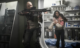 Elysium mit Matt Damon und Alice Braga - Bild 2