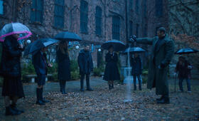 The Umbrella Academy, The Umbrella Academy - Staffel 1 mit Ellen Page, Robert Sheehan, Tom Hopper, Emmy Raver-Lampman und Aidan Gallagher - Bild 11