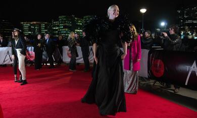 Absolutely Fabulous - Der Film mit Gwendoline Christie - Bild 2