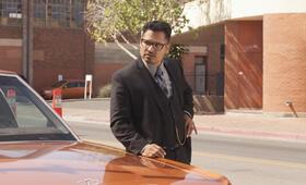 Dirty Cops - War on Everyone mit Michael Peña - Bild 39