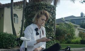 Izzy Gets the F*ck Across Town mit Mackenzie Davis - Bild 23