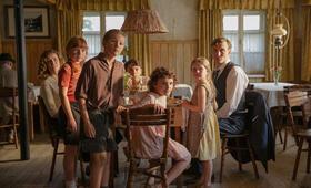 Als Hitler das rosa Kaninchen stahl mit Oliver Masucci, Carla Juri, Marinus Hohmann und Riva Krymalowski - Bild 1